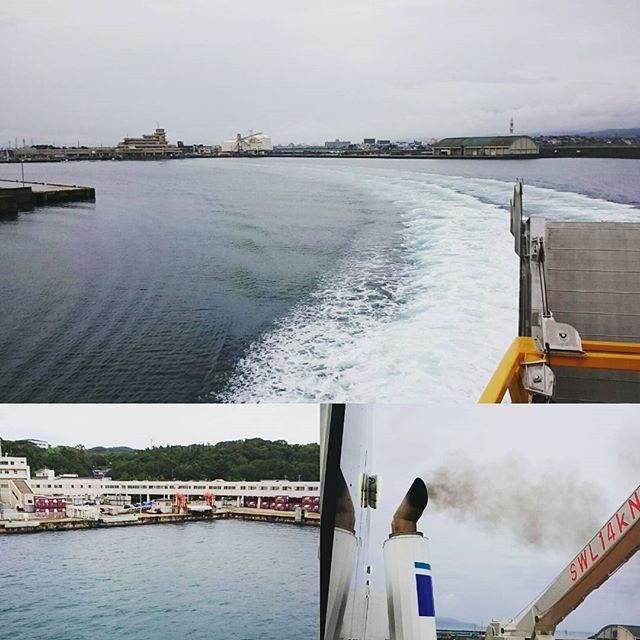 #さむねこさんぽ はい、出航! #直江津港 から #佐渡島 の港の #小木港 へ向かいますよ。海上は電波が届かないらしい。そろそろ電池無いから省エネモードやね# 一人旅