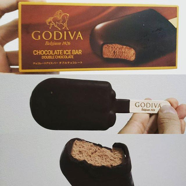 #誕生日 #アイス #ゴディバ #チョコレートアイス #お誕生日 だからね! アイスと #ケーキ のご褒美! コーティングのチョコレートがキレッキレの高級チョコだわ!