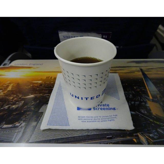 #初めてのグアム #食後のコーヒー ですにゃ。おっちょこちょいな #綾瀬はるか 似の #スチュワーデス さんにこぼされて何か始まることは無さそうにゃ  #グアム #旅行 #guam