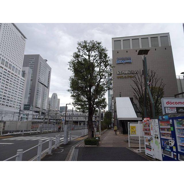 #東京散歩 #代々木駅 からすぐに #新宿高島屋 見えるよね! ってか駅が見えるね #東京 #散歩 #tokyo