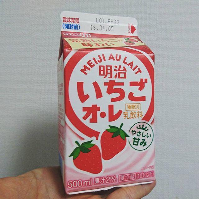 #いちごオレ 大切な何かが足りないボディに何かを少しアレしてくれるにゃ! #いちご牛乳 #strawberrymilk