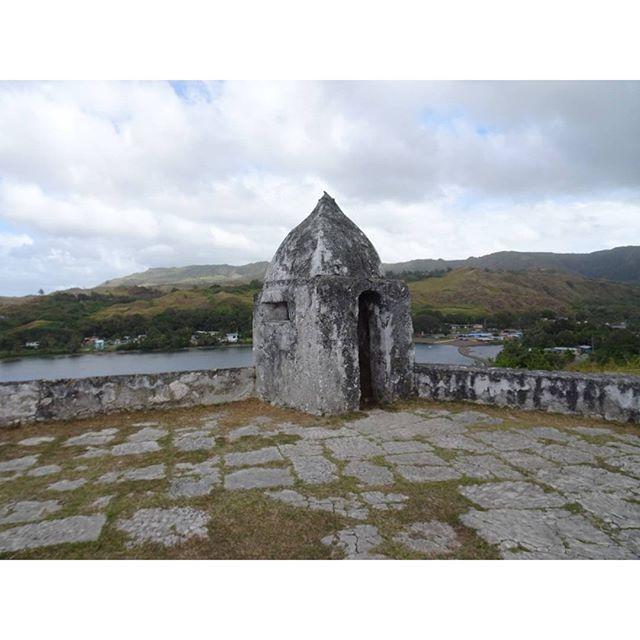 #初めてのグアム #ソレダット砦 ですにゃ。スペイン領のときに #海賊 から守るためのやつ?間違ってたらそーりー。そんな感じのこと言ってた気がするにゃ