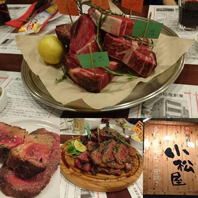 #熟成肉 #小松屋 歓迎会&送別会会場になりつつあります着いたら肉のかたまりがすごいことになってる!会社の飲み会の時は、社長の近くをゾーンディフェンスで固めるのがおすすめにゃ!コース料理でもスクリーンアウトをしっかりしてオフェンスリバウンドがとれれば、ついか得点につながるにゃ!他のテーブルの追加料理を確保しつつ、個人プレーでダンクを決めるのもゴールしただからできるスーパープレーですにゃ! #ゴールデンウィーク は結局ノープランですな。全然嫁的なのができる気配はありませんにゃ。少し位、何かあってもいいと思うんですよね。なにゆえ侍猫さんにはお声がかかることがないのか? #嫁募集中