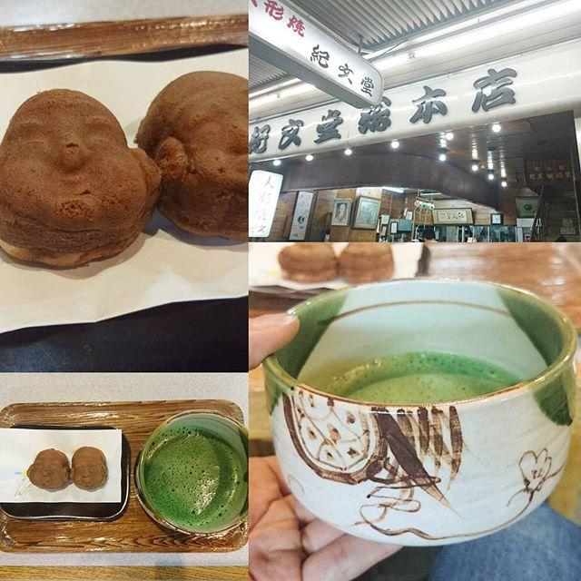 東京で抹茶が飲める所 浅草 #紀文 ですな。スッキリ系の抹茶ですな。人形焼き屋さんの抹茶だから抹茶セットはもちろん人形焼きです。抹茶と人形焼きの組み合わせは美味しいですよね。…ただ浅草抹茶ツアーをアイス含めて7件目となるとさすがに甘いものがきつい…でも抹茶セットの和菓子が面白いからセットで注文しちゃいますよね!まぁ今日はこの辺で浅草撤収したいと思いますわ。たぶんまだまだ浅草には抹茶スポットいっぱいある感じ…次回に期待! #侍猫度3 #嫁探しの旅