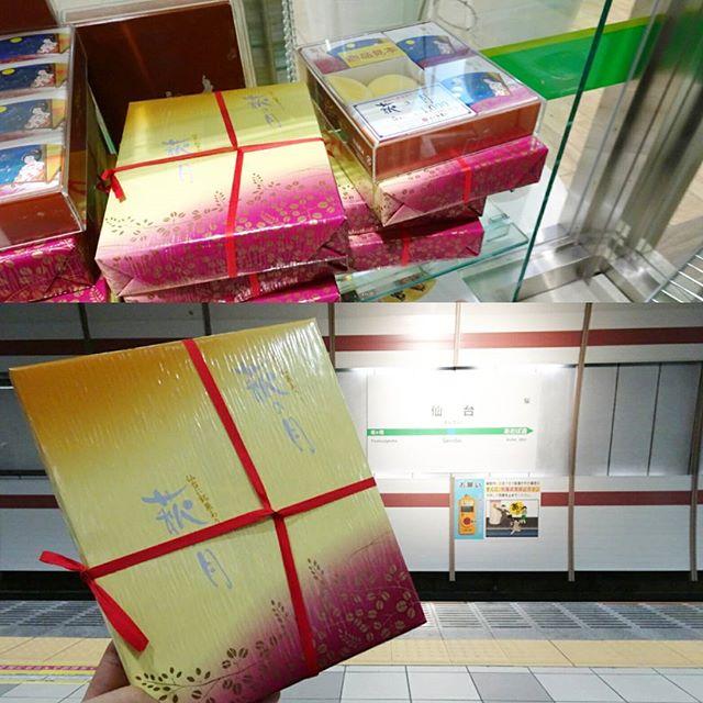 石巻駅行きの電車が来るまで…仙台名物 #萩の月 でも食べましょうかね!まぁご存知の通りもらって嬉しいお土産屋の上位に食い込むやつですな #侍猫さんぽ