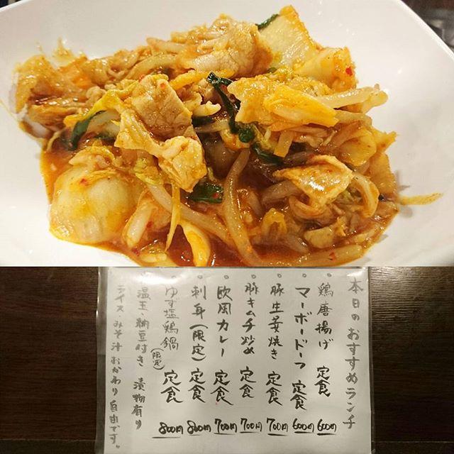 日本橋人形町のおすすめランチ #祭ヤ 豚キムチ炒め定食ですな。もはや野菜不足な独身男性には必須のメニューになりつつある豚キムチ定食ですな。昼休みが遅番から早番に変わったからオフィス街の激混みランチタイムでランチする日が続きそうですな… #lunch