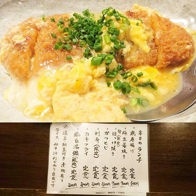 日本橋人形町のおすすめランチ #祭ヤ かつとじ定食にしてみたよ。カツ丼も好きだけど…納豆がランチセットに付いてるから別々の方が食べやすいからいいね!伝説となりつつある宮崎県風のチキン南蛮もそろそろ来て欲しいところ!あれマジうまい。タルタルマヨ作るのに超手間がかかってるのわかるね。…まあ常連でもなかなか食べられないレアランチだから、メニューにのってる時は食べなきゃなランチだね。 #lunch