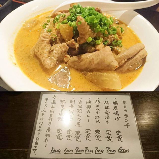 日本橋人形町のおすすめランチ #祭ヤ 自家製もつ煮定食ですな。飲み屋のもつ煮はうまいね!ほんのりピリ辛なのも寒い時期には合いますよね~ #lunch
