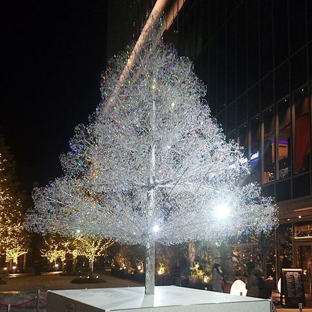 #ザプリンスギャラリー東京紀尾井町 の下の方にはキラキラした白いモニュメント的なやつがあるんだよね
