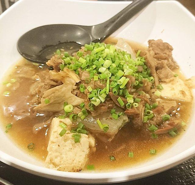 ちょいと遅めのお昼ご飯の人に伝えるランチ情報 #今日の祭ヤランチメニュー  牛すじ豆腐定食ですな。最近の味付けマジこのみ!肉じゃがみたいな甘めの味付けとしっとりすじ肉が最高レベル!この味付けで肉じゃがも食べたいところ!#ランチ #lunch  #東京 #日本橋 #人形町 #おすすめランチ #飲み屋 #定食 #コスパ最強 #コスパ最高 #祭ヤ #居酒屋 #居酒屋ランチ #牛すじ #牛スジ #豆腐