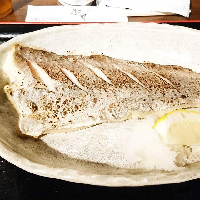 ちょいと遅めのお昼ご飯の人に伝えるランチ情報 #今日の祭ヤランチメニュー  タラの何だかカンダカどうしたこうした定食にしたよ。 祭ヤで初めてのメニューかな?モグモグストレートで魚の味を楽しみたい系の味だね!サバ味噌もいいけど、タラの何だかカンダカも美味い。#ランチ #lunch  #東京 #日本橋 #人形町 #おすすめランチ #飲み屋 #定食 #祭ヤ #居酒屋 #居酒屋ランチ #たら #タラ #鱈