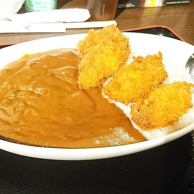 ちょいと遅めのお昼ご飯の人に伝えるランチ情報 #今日の祭ヤランチメニュー  カキフライカレー定食にしたよ。牡蠣とカレーがダブルなんだから美味しさ二倍!美味いに決まってる!#ランチ #lunch  #東京 #日本橋 #人形町 #おすすめランチ #飲み屋 #定食 #祭ヤ #居酒屋 #居酒屋ランチ #カレー #カレーライス #カキフライ #牡蠣 # カキ