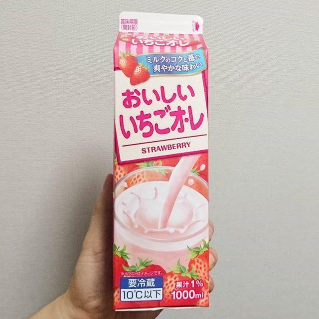 #いちご牛乳クラブ #おいしいいちごオレ 激レアな1Lタイプのいちご牛乳!やっと見つけた!超絶滅危惧種だよ! #いちご牛乳 #イチゴ牛乳 #苺牛乳 #苺 #いちご #イチゴ #牛乳 #スイーツ #メソギア派 #銀魂 #糖分 #ドリンク #drinks #milk #strawberry #strawberrymilk #dessert #snack #sweets #sweet #foodpic #foodporn #foodie #foodism #foodshot #foodshare #instagoods #instadrink