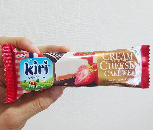 #濃厚にアイス会 #キリクリームチーズストロベリーとクッキークランチ 美味しいけどストレートのが好きかなぁ。苺の存在がすごい強いね #いちご牛乳クラブ #イチゴオレ #いちごオレ #いちご牛乳 #イチゴ牛乳 #苺牛乳 #メソギア派 #銀魂 #糖分 #strawberry #strawberrymilk