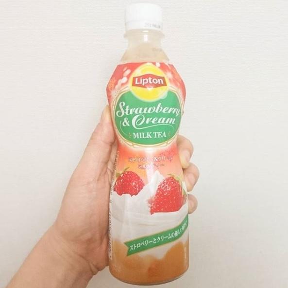 #いちご牛乳クラブ #ストロベリークリームミルクティー 甘いけど何時ものやつよりさっぱり系の味だね。後から紅茶風味がくるやつ。 #イチゴオレ #いちごオレ #いちご牛乳 #イチゴ牛乳 #苺牛乳 #牛乳 #スイーツ #メソギア派 #銀魂 #糖分 #strawberrymilk