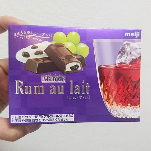 #酒入りスイーツ #愛ラムレーズン #ラムオレ #侍猫度☆☆☆★★ちょいとビターなチョコとラムレーズンがわりとうまい!ただ…量が少なすぎる!小さいの4本しか入ってない! #酒