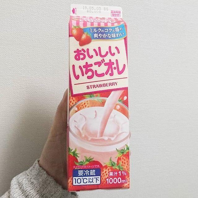 #いちご牛乳クラブ#おいしいいちごオレ #侍猫度☆☆☆☆★ 激レアな1リットルのイチゴオレ!もう大きいサイズはメイトーしか作ってないのかも?他のメーカーも作ってほしいよね #イチゴオレ #いちごオレ #いちご牛乳 #イチゴ牛乳 #苺牛乳 #メソギア派 #糖分 #strawberrymilk