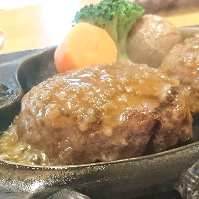#さわやかハンバーグ #侍猫度☆☆☆☆☆ 静岡県で食べられるげんこつハンバーグを食べましたよ。美味しいけども、味よりも思い出だよね。今後ここへ訪れる度にきっと腕が疼く事になるね… 常勝するためには精進し武功を積み上げるしかないね。