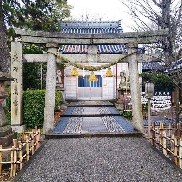 #パワースポットめぐり 長田菅原神社 菅原道真関連の神社っぽいね。学業かな? #侍猫散歩