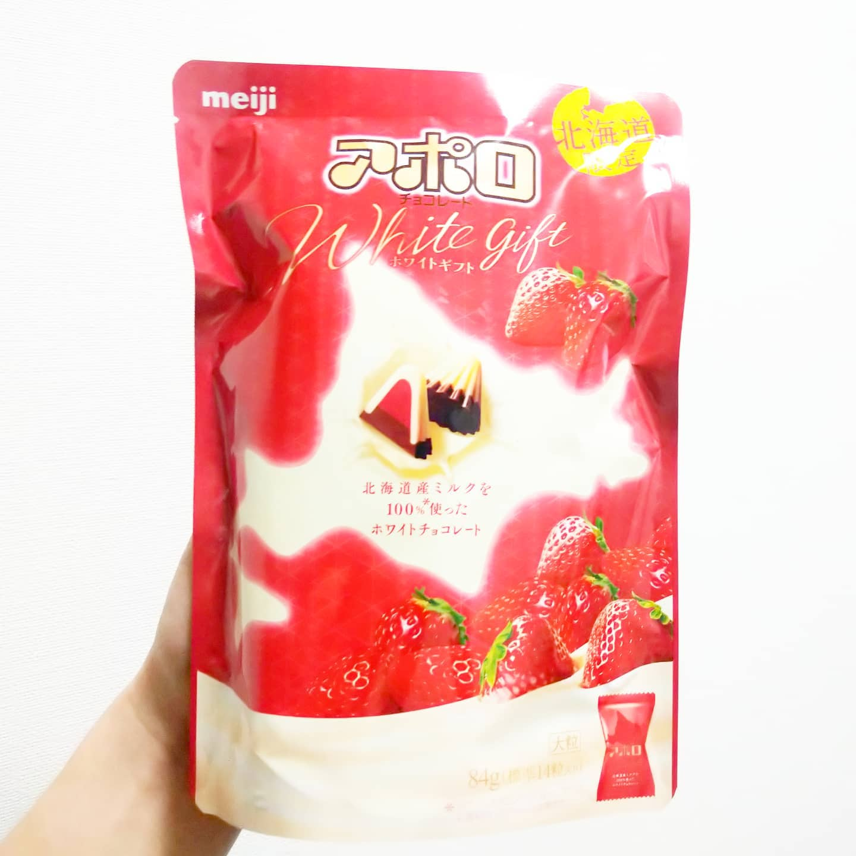 #いちご牛乳クラブ #アポロホワイトギフト #侍猫度☆☆☆★★ 北海道産のミルクを使った贅沢な苺アポロだね。ちゃんと酸味感じる苺系の味で謎苺感は控えめだね。アポロではかなり美味しいと思う。 #いちごオレ #いちご牛乳 #イチゴ牛乳 #苺牛乳 #メソギア派 #糖分
