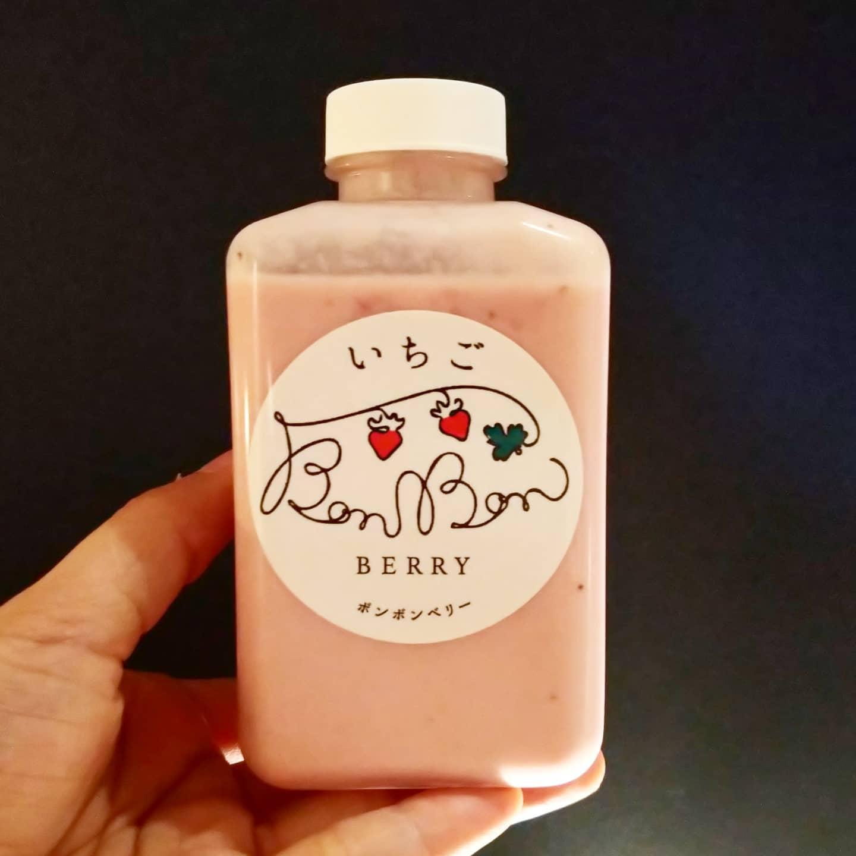 #いちご牛乳クラブ #ボンボンミルク #ボンボンベリー #侍猫度☆☆☆★★ 角切りつぶつぶ苺ソースと牛乳がコッテリ美味いやつ。シャキシャキ苺がたっぷり入ったファミマのあの苺牛乳に近いやつだね。角切りいちごはタピオカより吸い込みづらいから注意だよ! #bonbonberry #いちごオレ #いちご牛乳 #イチゴ牛乳 #苺牛乳 #メソギア派 #糖分