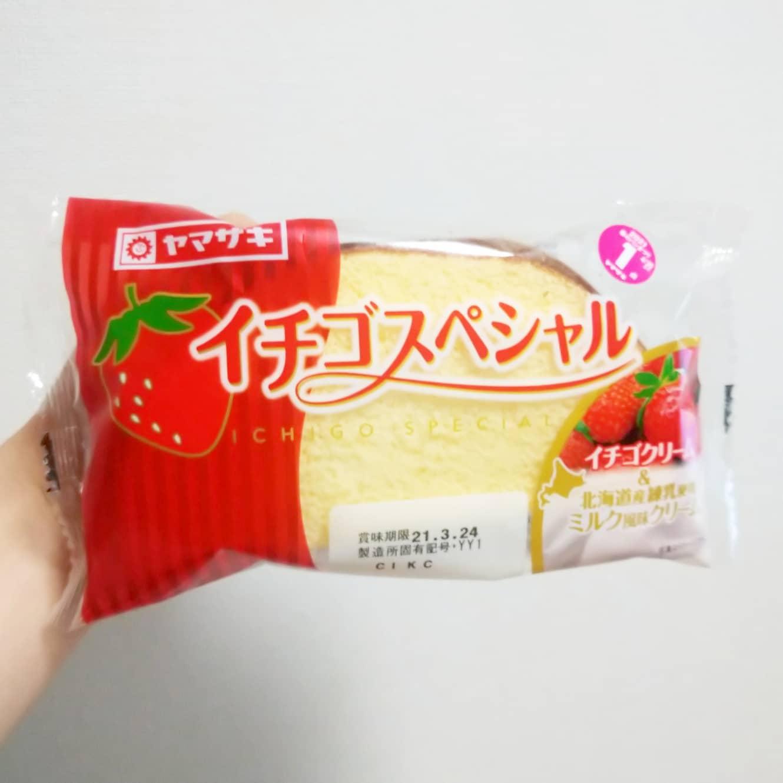 #いちごミルクラブ#山崎製パン #イチゴスペシャル 謎イチゴ系--☆--本物イチゴ系甘さ強め系--☆--控え目系こってり系--☆--さっぱり系超ミルク系--☆--生クリーム系おもいで度--☆-- #侍猫度カステラ的パンエリアにイチゴクリームとミルク風味クリームのダブルクリーム。このシリーズってば、わりとボリュームもあるよね。スーパーで買ったやつだね。※いちごミルクのルールが、苺に牛乳、練乳のみから生クリームも追加になりました!#いちごオレ #いちごオレ味 #いちごミルク #いちごミルクみたい #いちご牛乳 #いちご牛乳味 #イチゴ牛乳 #いちご牛乳クラブ #苺牛乳 #苺牛乳が好き #苺ミルク #苺スイーツ #苺 #苺好きに生まれたからには #メソギア派 #糖分 #いちごミルク味 #スイーツ #スイーツ好き #スイーツスタグラム #スイーツタイム #スイーツ写真 #strawberry #strawberrymilk