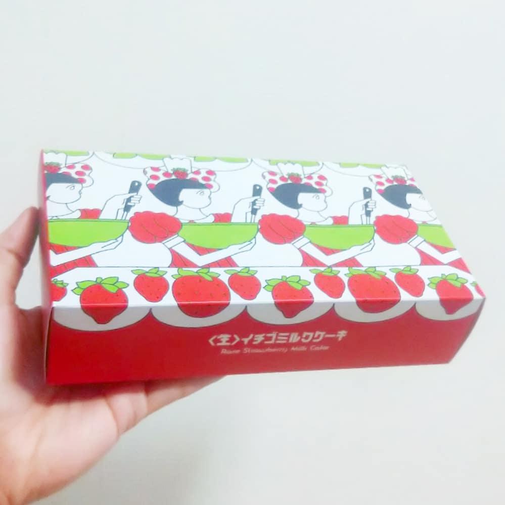 #いちごミルクラブ #イチゴシャップ #生イチゴミルクケーキ 謎イチゴ系---☆-本物イチゴ系甘さ強め系--☆--控え目系こってり系--☆--さっぱり系超ミルク系--☆--生クリーム系おもいで度--☆-- #侍猫度真ん中に酸味系の真っ赤な苺ピューレが入ってて、周りをピンクでお上品な甘さの苺ミルクムースで仕上げてきとります。本物苺系の苺牛乳好きはこれだね。謎苺牛乳好きには酸味が強いかな。イチゴショップで買ったやつだよ。#いちごオレ #いちごオレ味 #いちごミルク #いちごミルクみたい #いちご牛乳 #いちご牛乳味 #イチゴ牛乳 #いちご牛乳クラブ #苺牛乳 #苺牛乳が好き #苺ミルク #苺スイーツ #苺 #苺好きに生まれたからには #メソギア派 #糖分 #いちごミルク味 #スイーツ #スイーツ好き #スイーツスタグラム #スイーツタイム #スイーツ写真 #strawberry #strawberrymilk