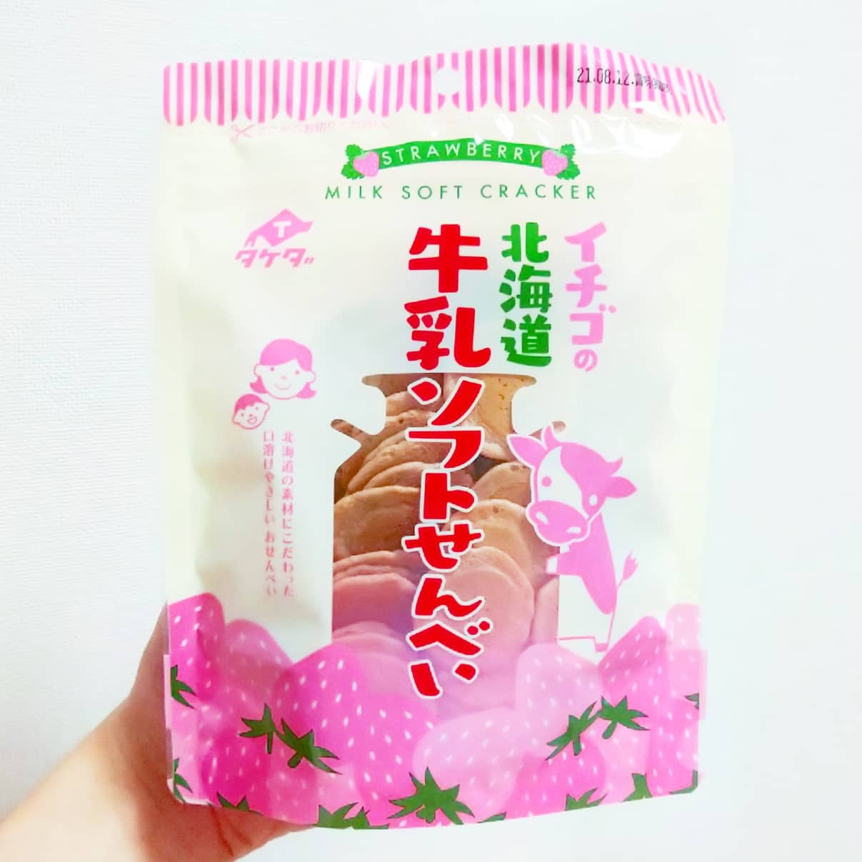 #いちごミルクラブ #タケダ製菓 #イチゴの北海道牛乳ソフトせんべい 謎イチゴ系--☆--本物イチゴ系甘さ強め系--☆--控え目系こってり系--☆--さっぱり系超ミルク系--☆--生クリーム系おもいで度--☆-- #侍猫度ほのかに謎苺牛乳が口の中で広がる牛乳せんべいだね。卵ボーロ的優しい味の小さなサクサク煎餅がたっぷり入ってて、1枚づつより5枚くらい一気に食べた方が苺牛乳感がくるよ。成城石井で買ったやつだよ。#いちごオレ #いちごオレ味 #いちごミルク #いちごミルクみたい #いちご牛乳 #いちご牛乳味 #イチゴ牛乳 #いちご牛乳クラブ #苺牛乳 #苺牛乳が好き #苺ミルク #苺スイーツ #苺 #苺好きに生まれたからには #メソギア派 #糖分 #いちごミルク味 #スイーツ #スイーツ好き #スイーツスタグラム #スイーツタイム #スイーツ写真 #strawberry #strawberrymilk